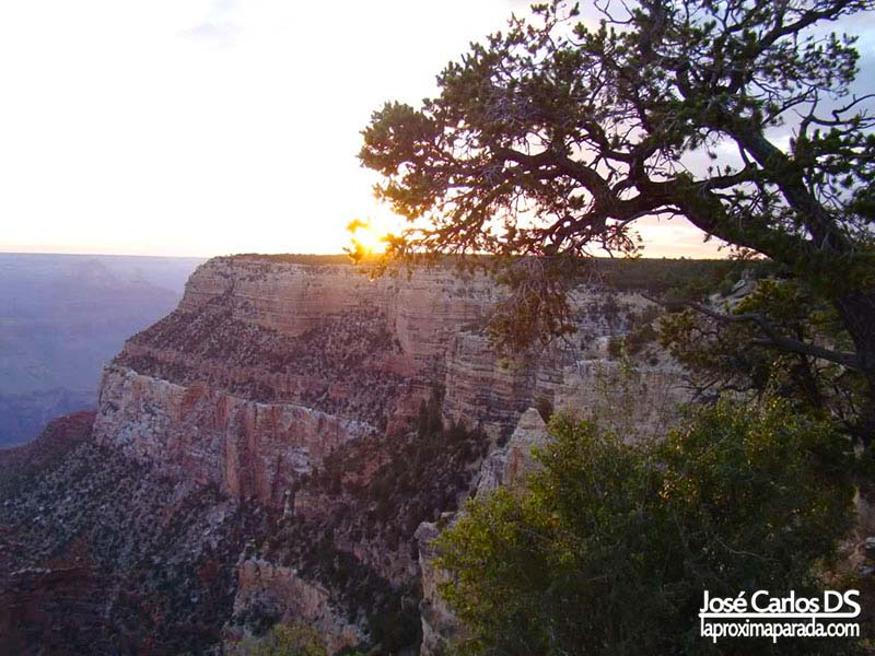 Amanecer en Parque Nacional Gran Cañón Colorado
