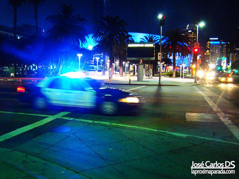 Coche de Policía frente a Staples Center