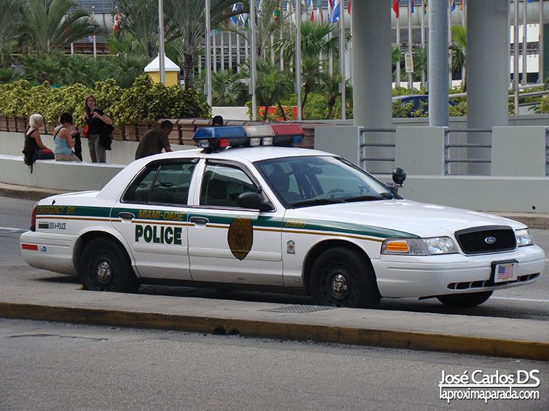 Coche de policía Aeropuerto de Miami