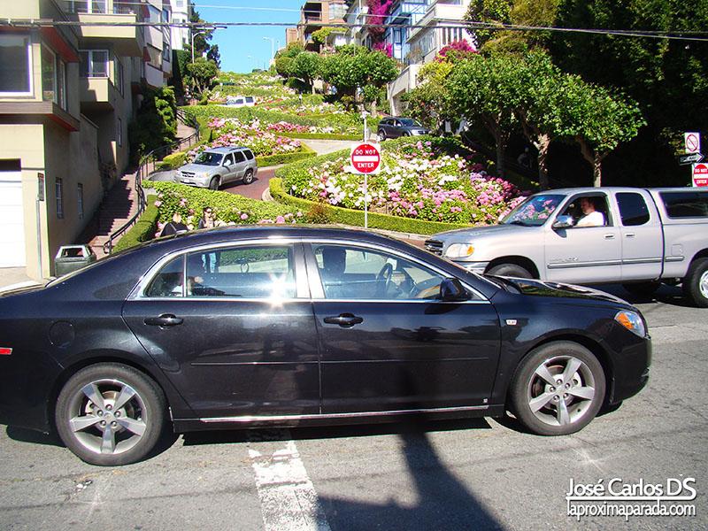 Cruzando Lombard Street San Francisco