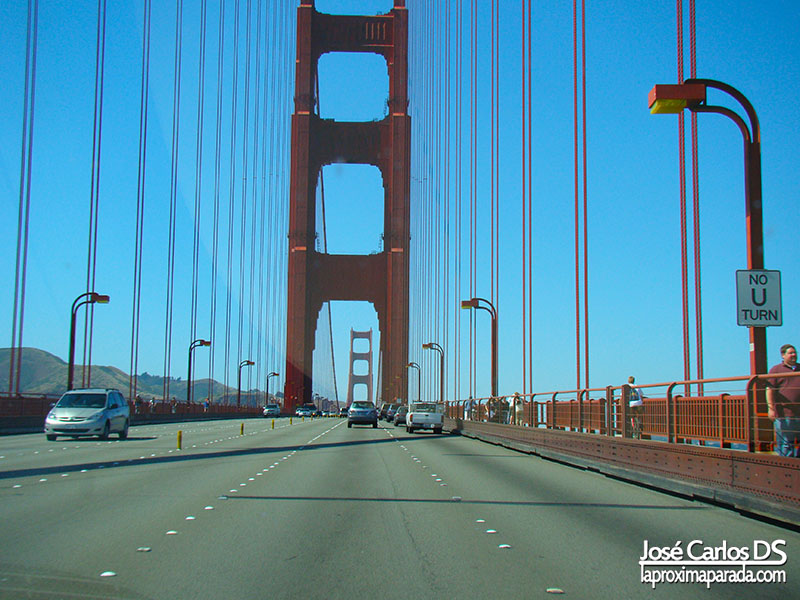 Cruzando en coche el Golden Gate de San Francisco