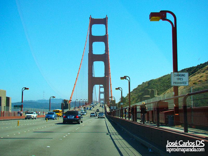 Cruzando en coche el Golden Gate de San Francisco