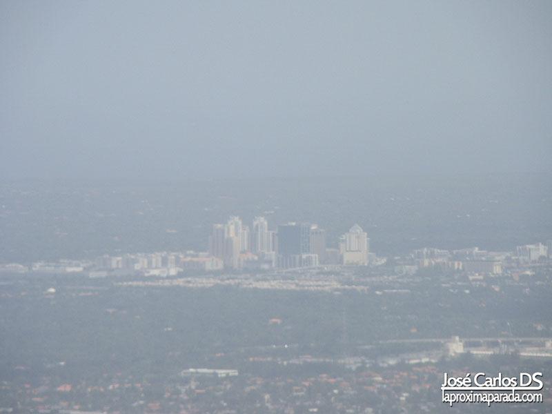 Divisando Miami desde el avión