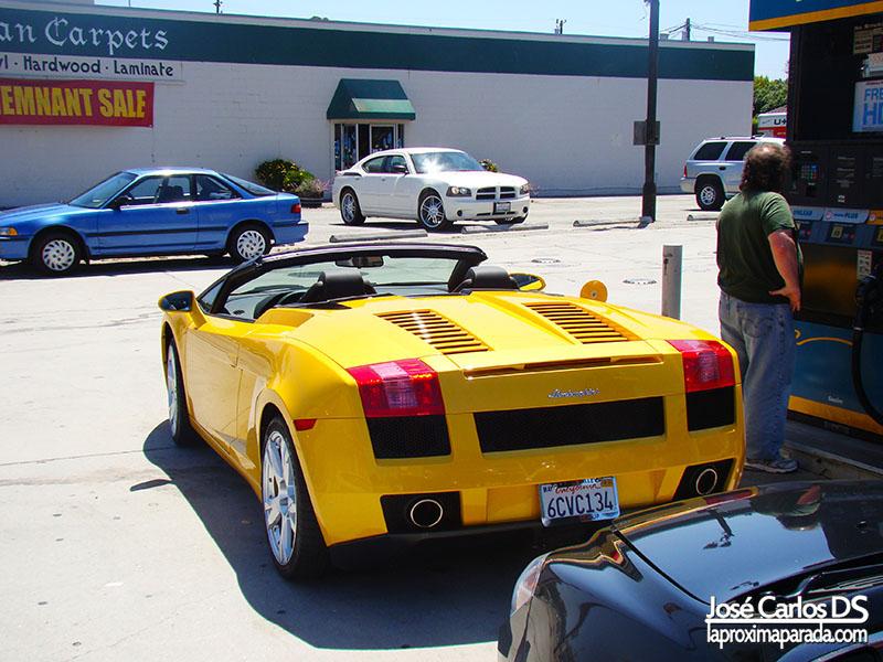 Lamborghini en Monterey Costa de California
