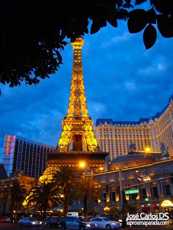 Noche Torre Eiffel Paris Las Vegas Hotel