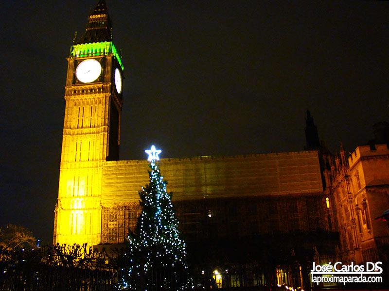 Árbol de Navidad Frente a Big Ben Londres