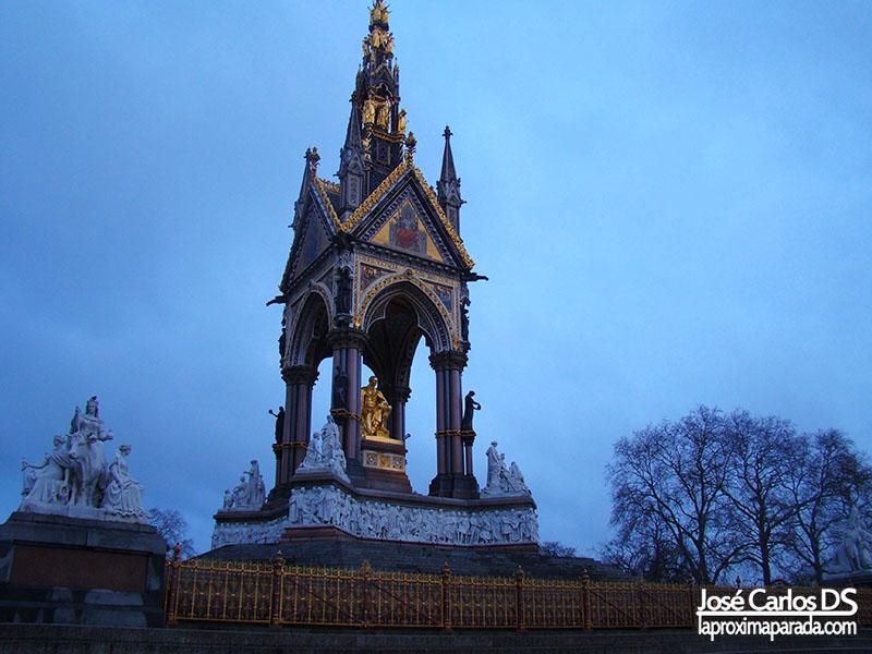 Albert Memorial Kensington Gardens Londres