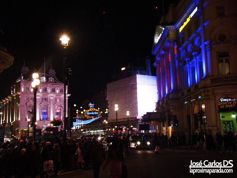 Ambiente Navideño en la noche de Londres