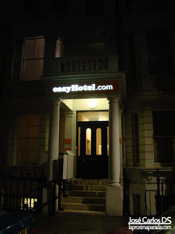 Entrada EasyHotel South Kensington, London