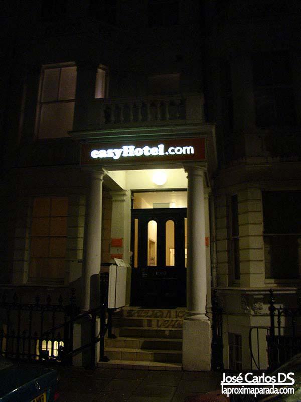 Entrada EasyHotel South Kensington, London
