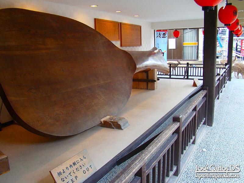 La cuchara para el arroz más grande del mundo en Miyajima