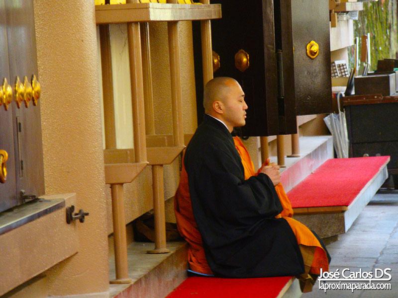 Monje Templo Okunoin