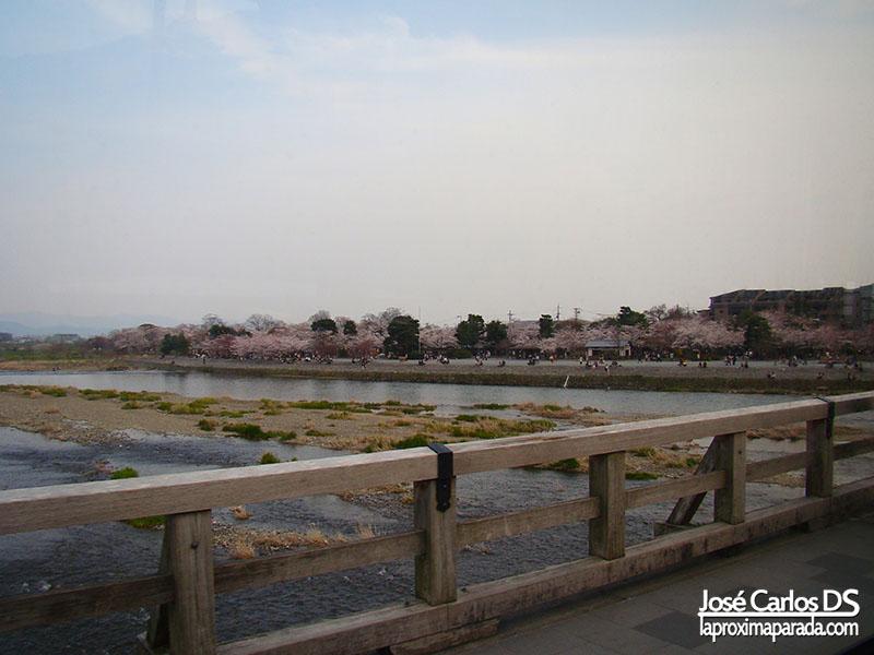Puente en Kyoto Arashiyama Koen