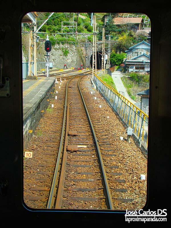 Vía del tren hacia Koyasan