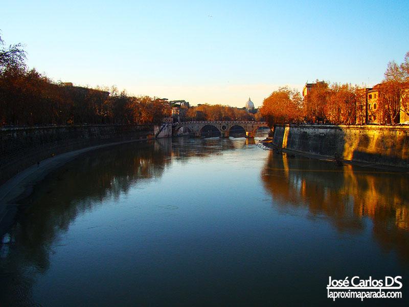 Vistas Vaticano desde Río Tiber, Roma