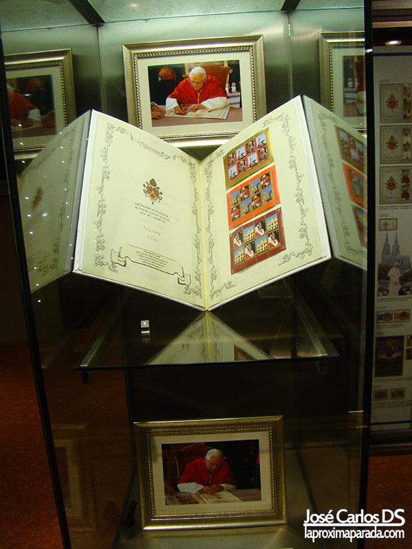 Infografías & Sellos de Benedicto XVI