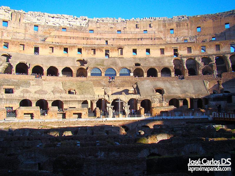 Interior Coliseo Romano Cruz