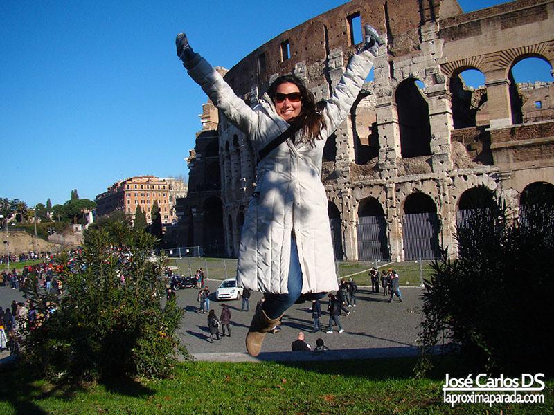 Salto Delante de Coliseo de Roma