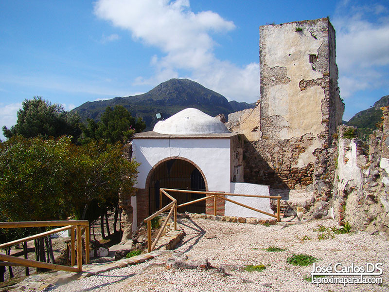 Castillo Y Muralla árabe en Casares