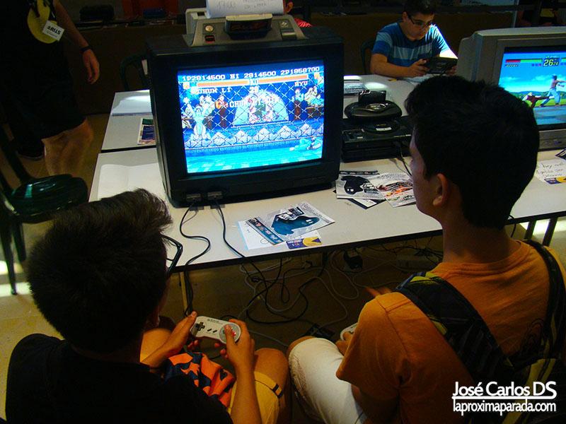 Jugando a Consolas y PC Retro Gamepolis Málaga
