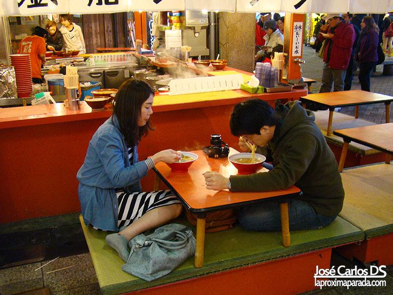 Comiendo en Dotonbori Osaka