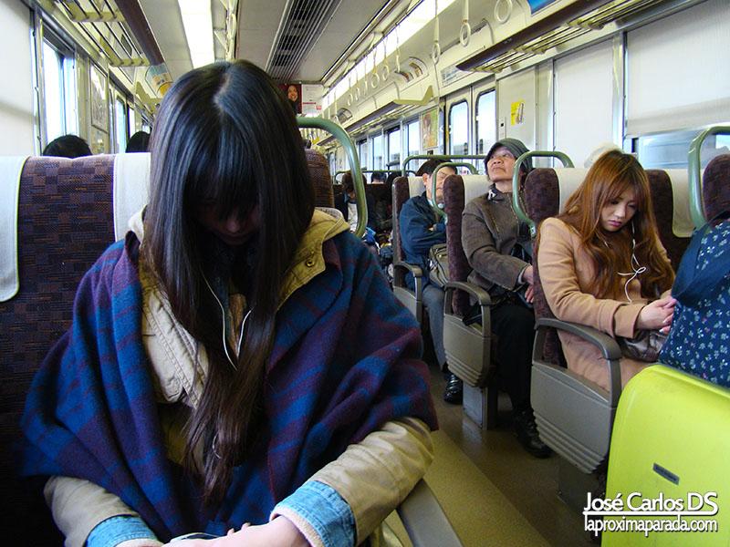 Japonesa dormida en tren Kyoto