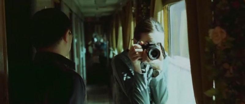 Fotógrafa Jessie (Emily Mortimer) Transsiberian