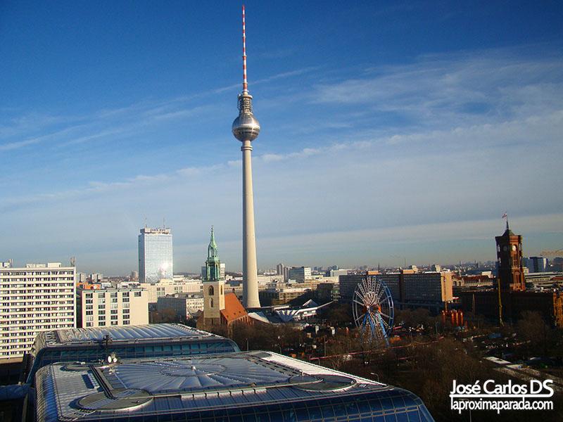 Fernsehturm desde Catedral de Berlín