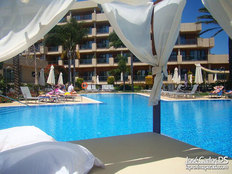 Camas Balinesas Piscina Hotel Barceló Estepona
