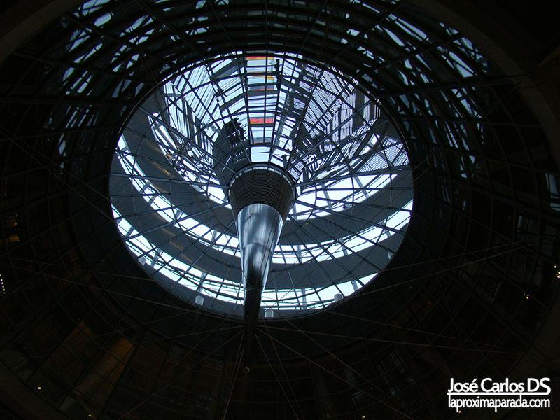 Cupula desde la sala de plenos del Parlamento Alemán