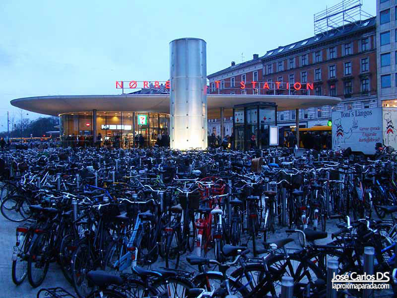 Nørreport Station Bicicletas Copenhague