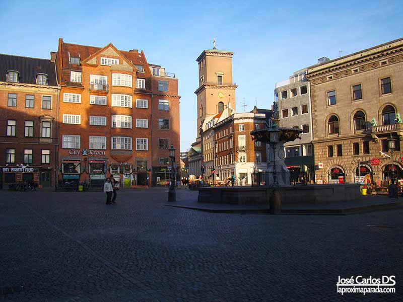 Nytorv con Catedral de Copenhague