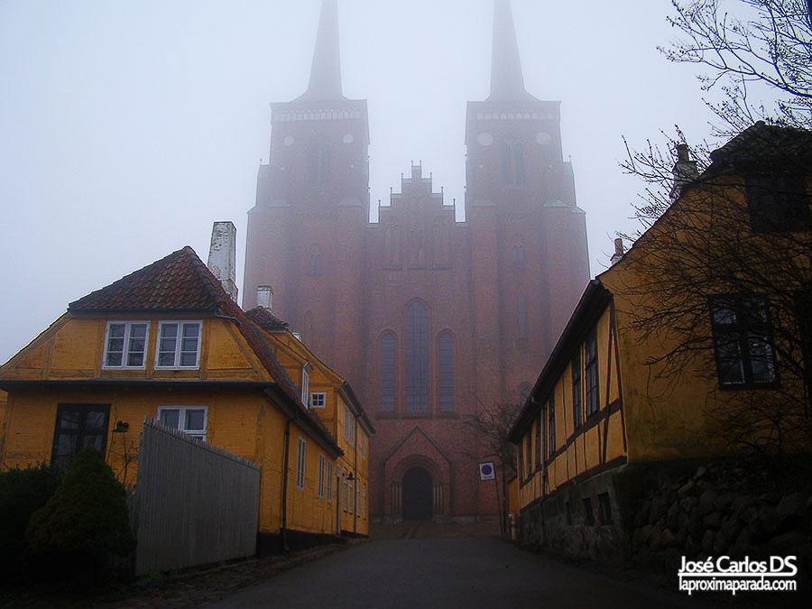 Niebla en Catedral de Roskilde