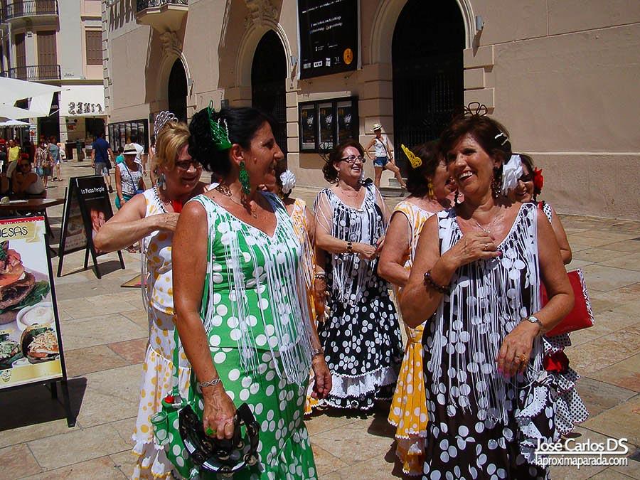 Mujeres en traje de gitana