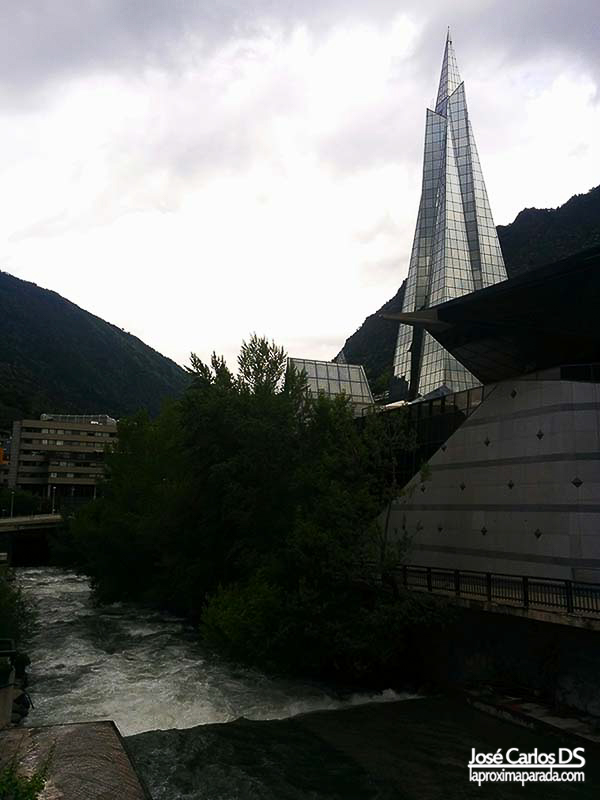 Río Valira junto a Caldea en Andorra